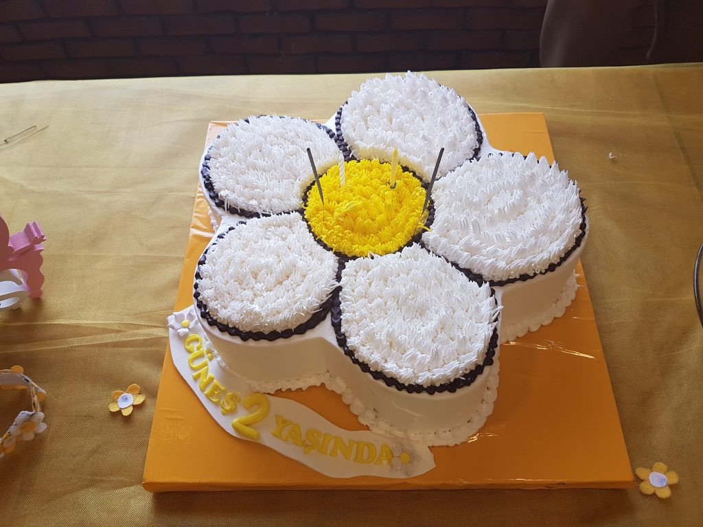 papatyalı yaş pasta