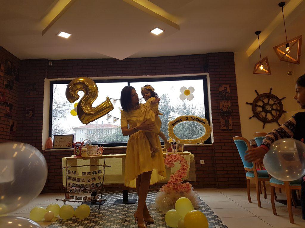 Doğum günü parti elbisesi